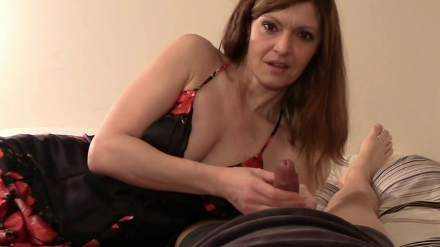 Virtual taboo horny mom in double dick trouble